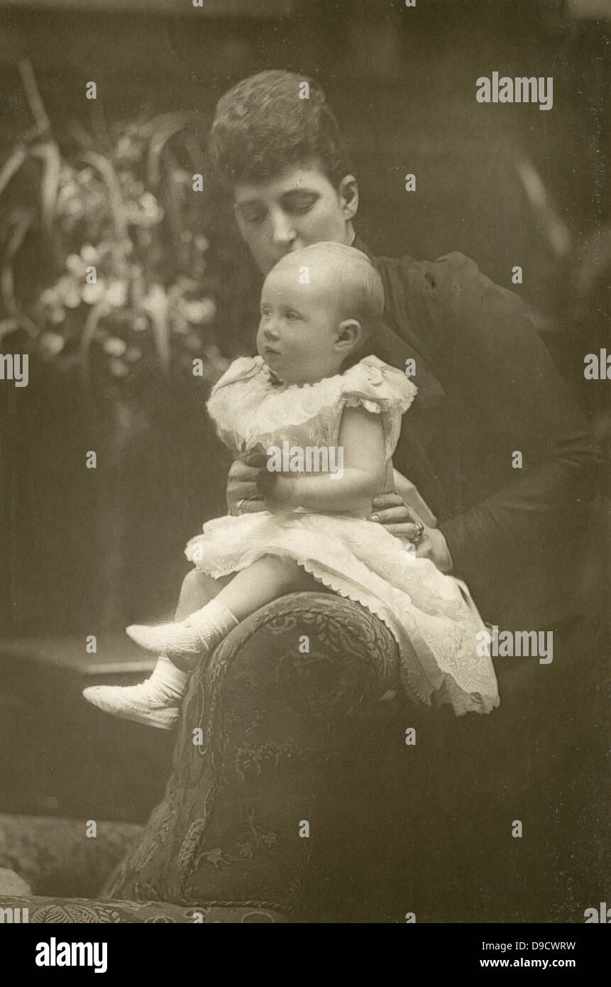 Princess Louise, Duchess of Fife (1867-1931) with her infant daughter Lady Alexandra Duff (1891-1959). Granddaughter - Stock Image