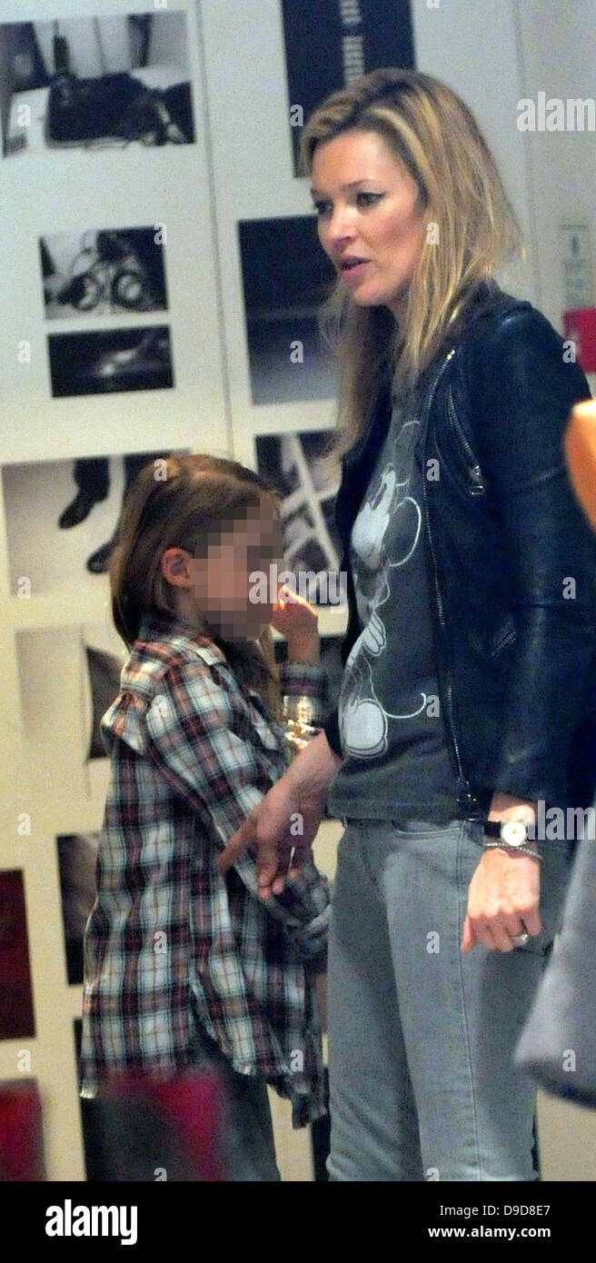 Kate Moss shopping with her daughter Lila Grace at Zadig & Voltaire in Central London London, England - 26.03.11 - Stock Image