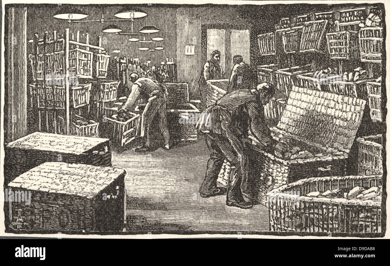 Parcel Post Department, General Post Office, St Martins le Grand, London: Packing parcels into hampers ready for - Stock Image