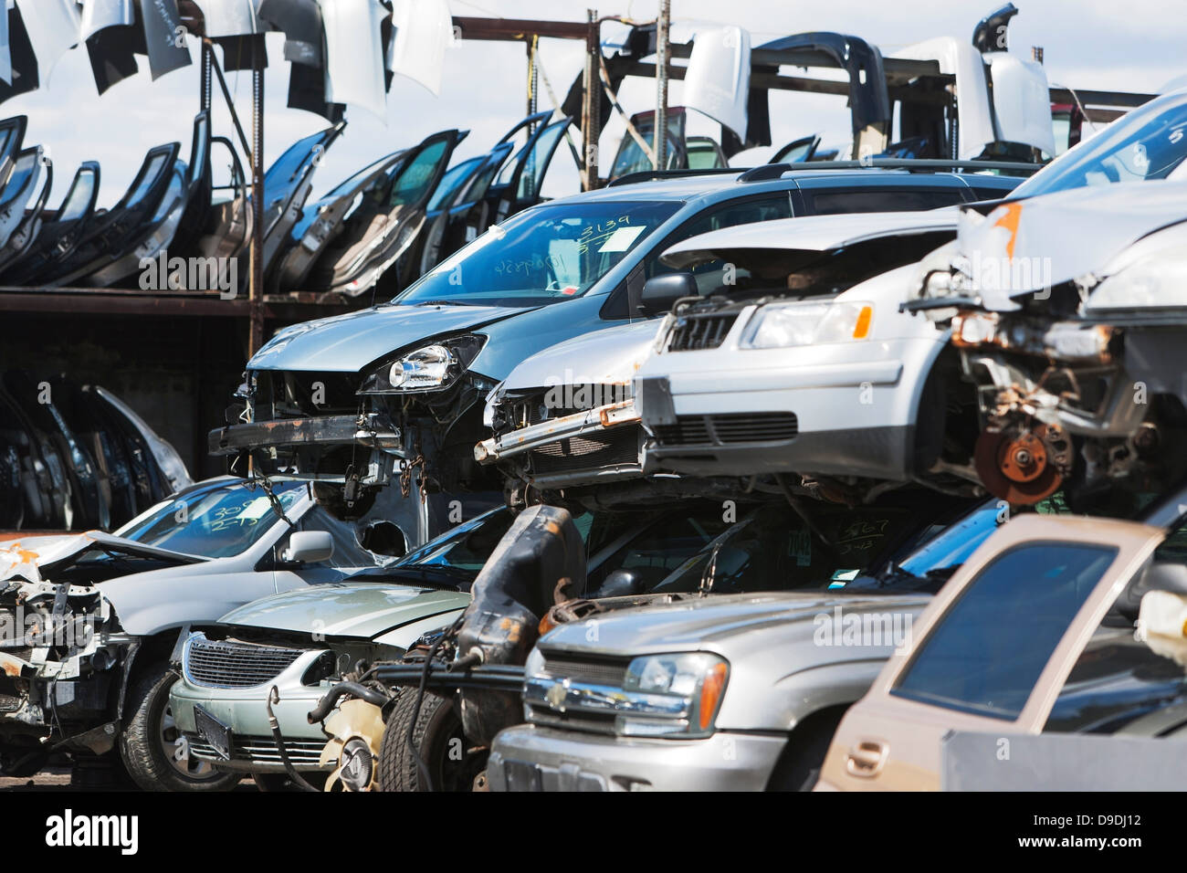 Cars stacked in scrap yard - Stock Image