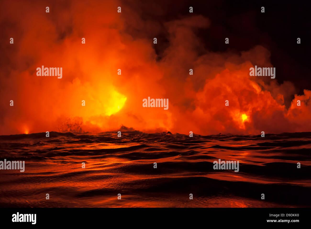 Lava flow into sea at night, Kilauea volcano, Hawaii - Stock Image