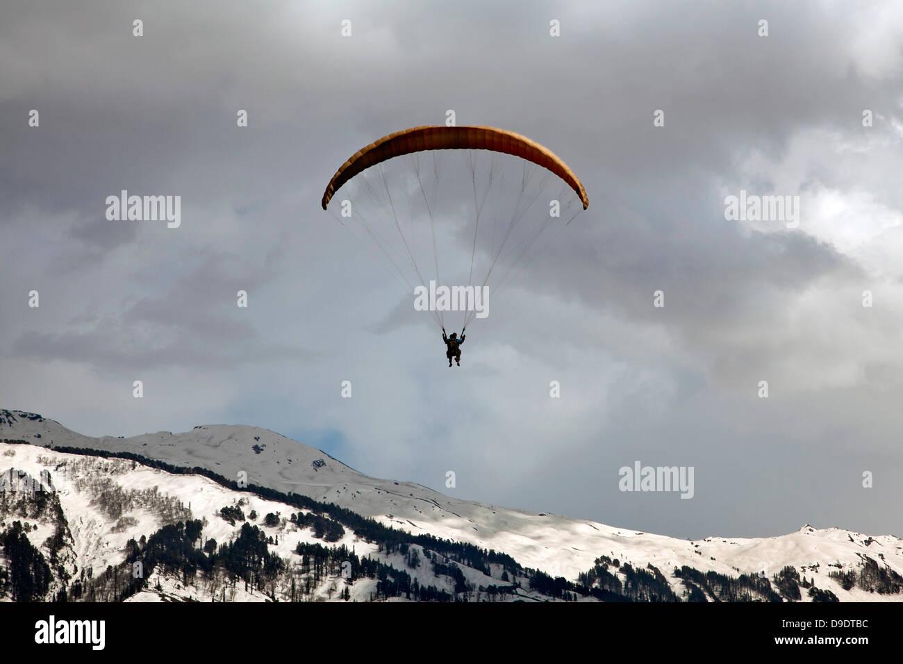 Paragliding in the sky, Manali, Himachal Pradesh, India - Stock Image