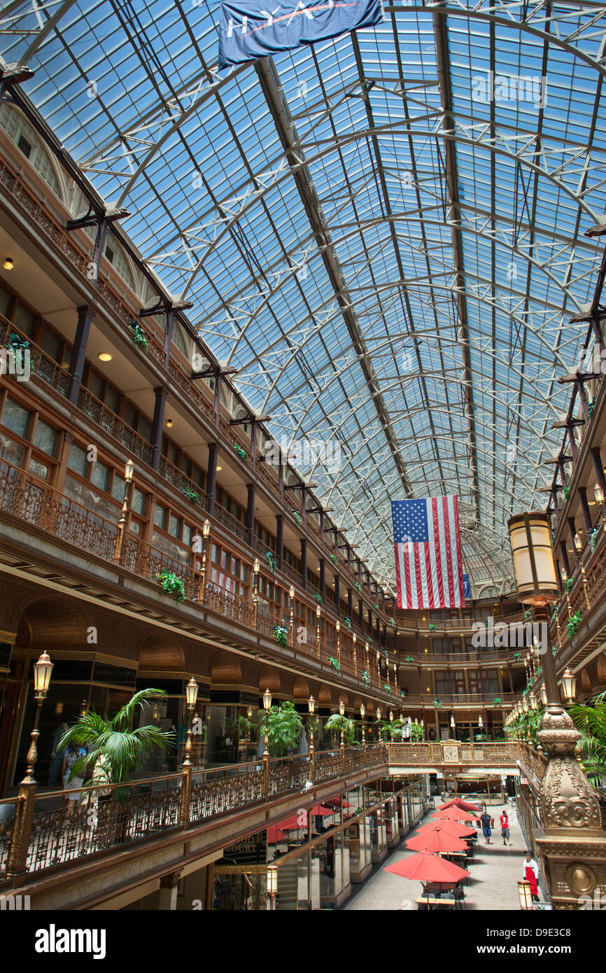 HISTORIC VICTORIAN SHOPPING ARCADE HYATT REGENCY HOTEL DOWNTOWN CLEVELAND OHIO USA - Stock Image