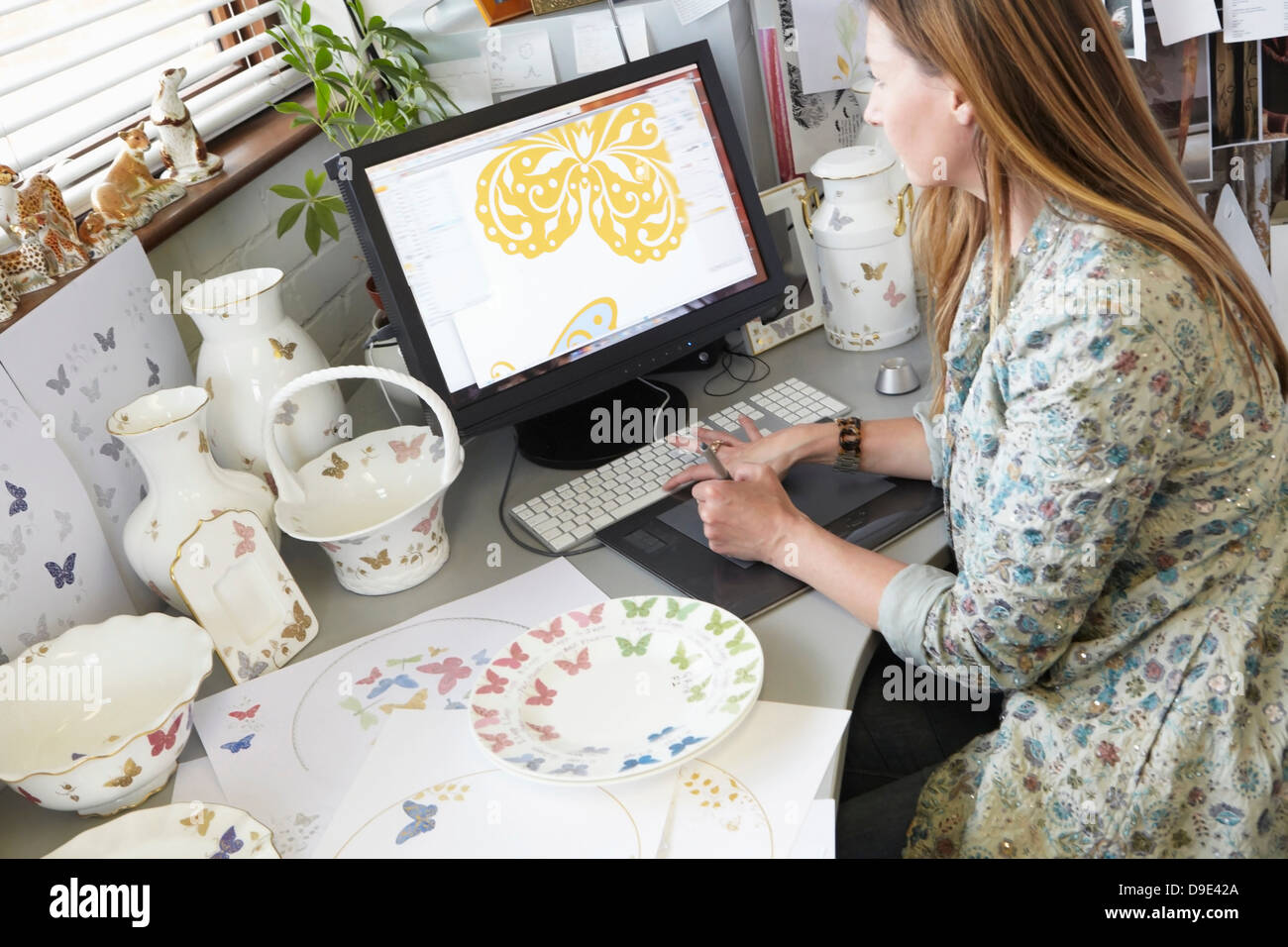 Ceramics designer working on computer - Stock Image