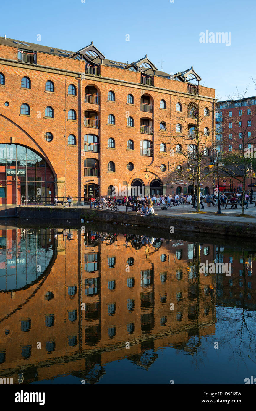Uk, Manchester, Castlefield, Bridgewater Canal and converted warehouses - Stock Image