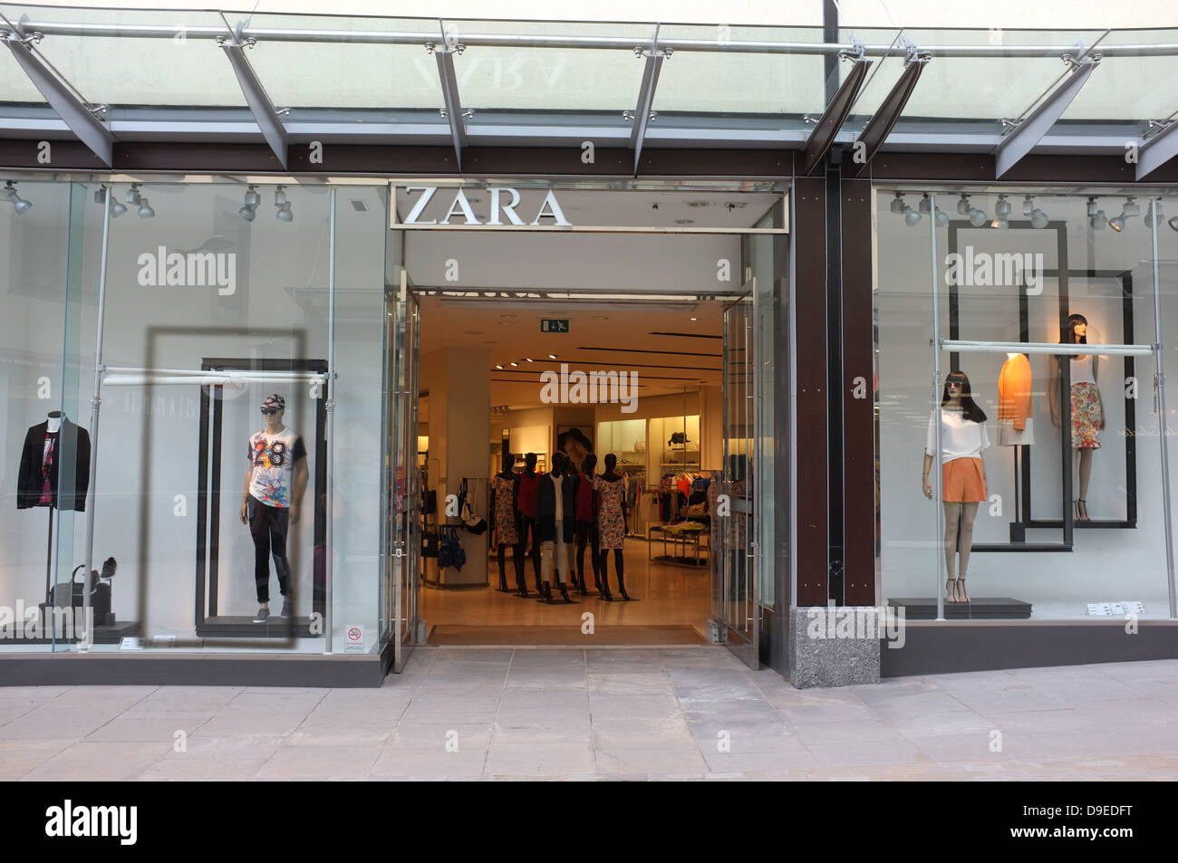 dee4f0d3 zara clothing shop in the chequers shopping centre maidstone kent uk 2013 -  Stock Image