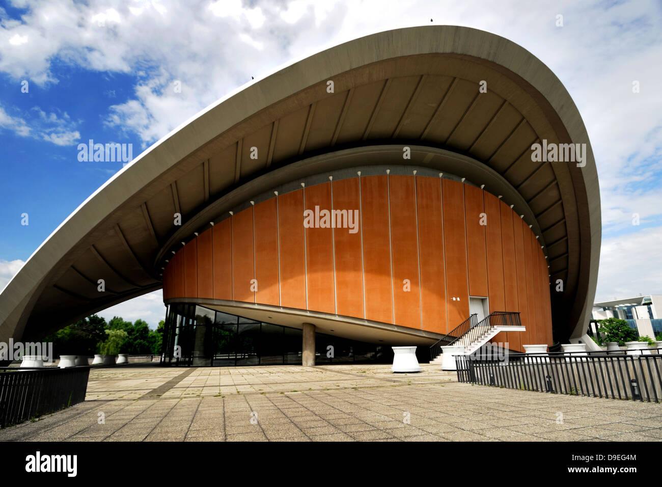 berlin, Haus der Kulturen Welt, Welt House of World Cultures Designed in 1957 by American architect Hugh Stubbins - Stock Image