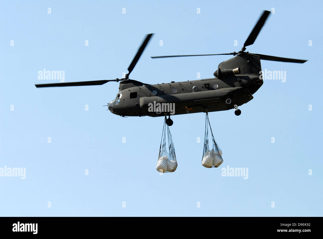 A CH-47 Chinook carrying sandbags. - Stock Image