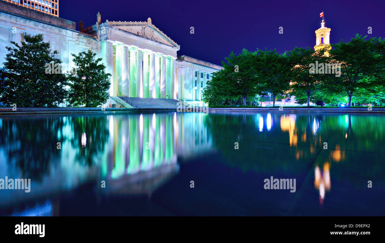 Nashville War Memorial Auditorium and Tennessee State Capitol in Nashville, Tennessee, USA. - Stock Image