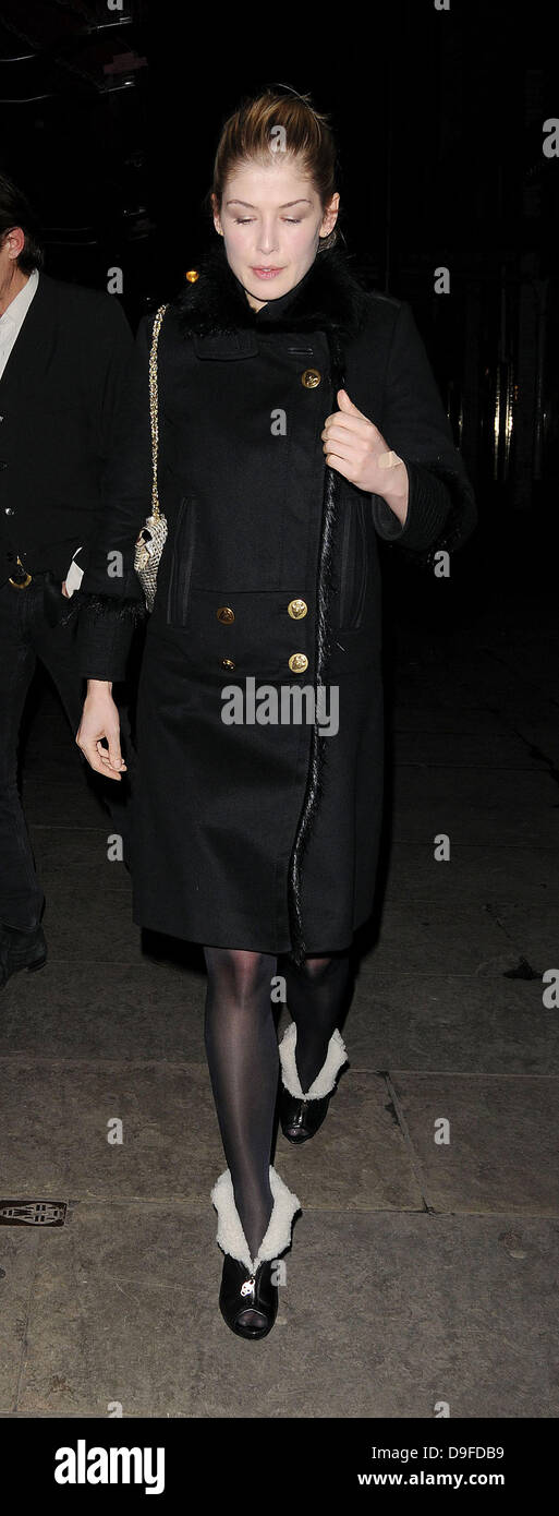 Rosamund Pike leaving J Sheekey restaurant London, England - 28.02.11 - Stock Image