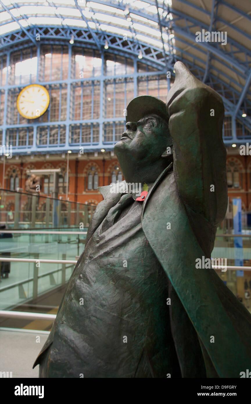 Statue of John Betjeman, St. Pancras Railway Station, London, England, UK - Stock Image