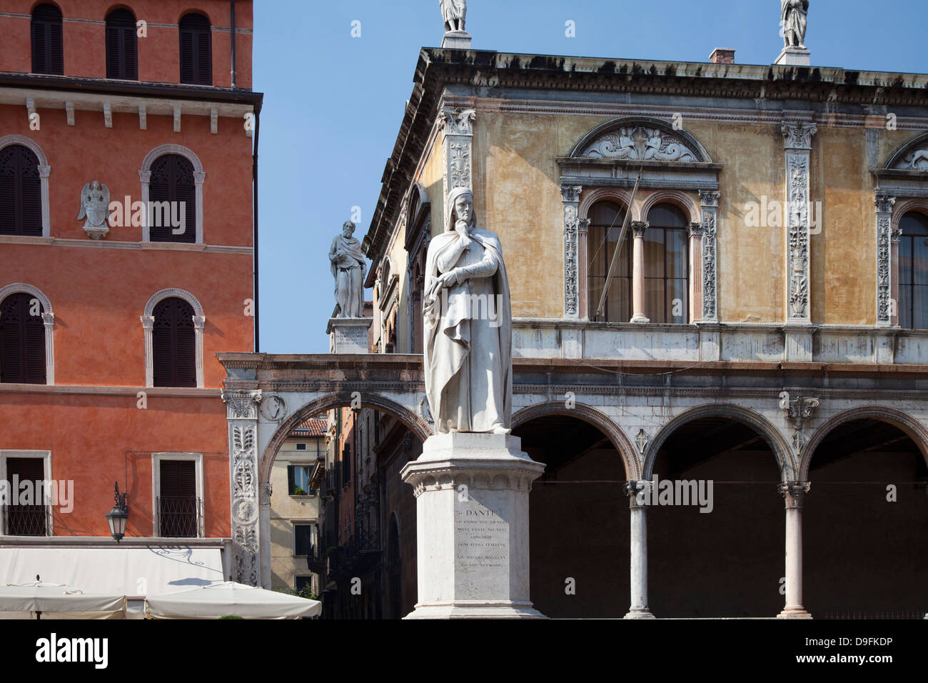 Statue of Dante, Verona, UNESCO World Heritage Site, Veneto, Italy Stock Photo