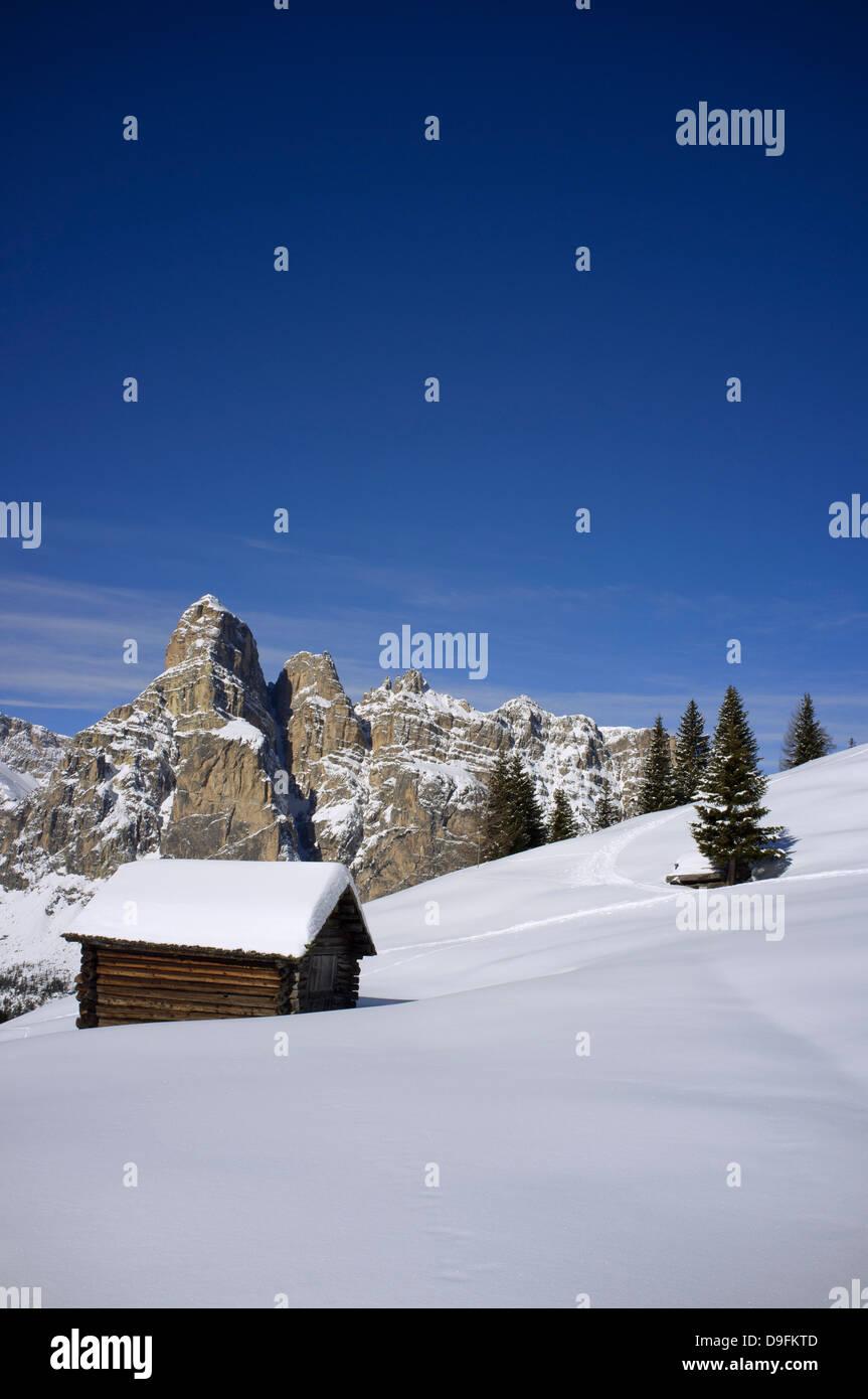 Barn at the Alta Badia ski resort and Sassongher mountain behind, Corvara, The Dolomites, South Tyrol, Italy - Stock Image