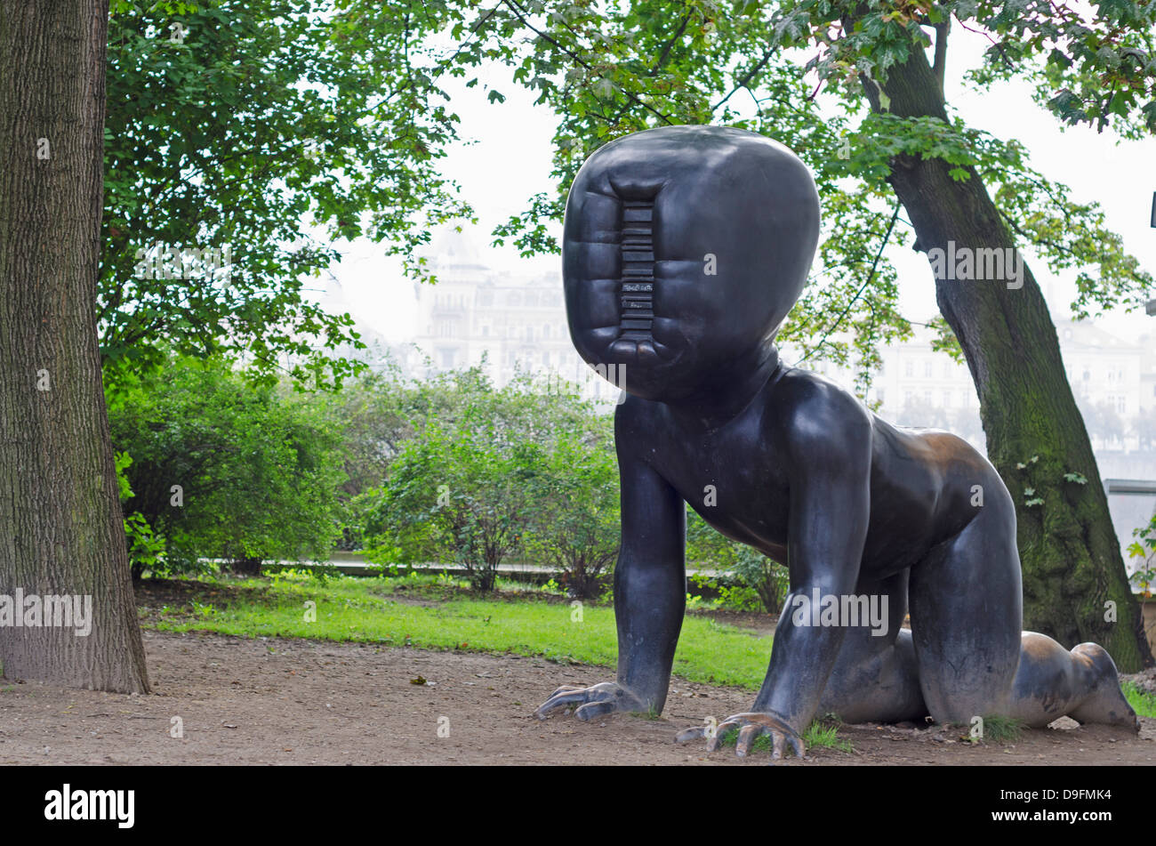 Babies statue by David Cerny at the Kampa Art Museum, Prague, Czech Republic - Stock Image