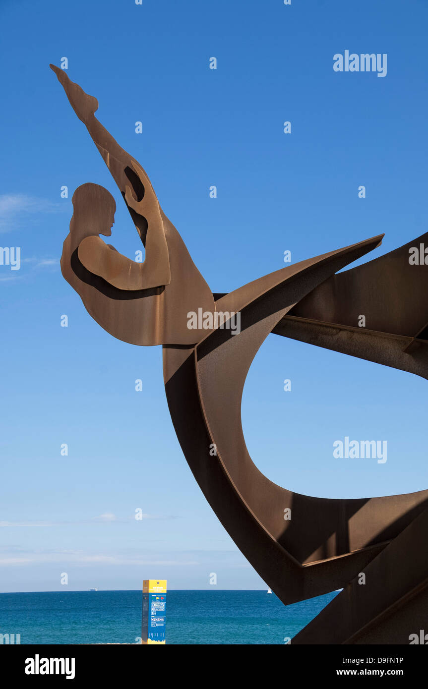 Athletic metal sculpture by Alfredo Lanz on the promenade at Barceloneta, Barcelona, Catalunya, Spain - Stock Image