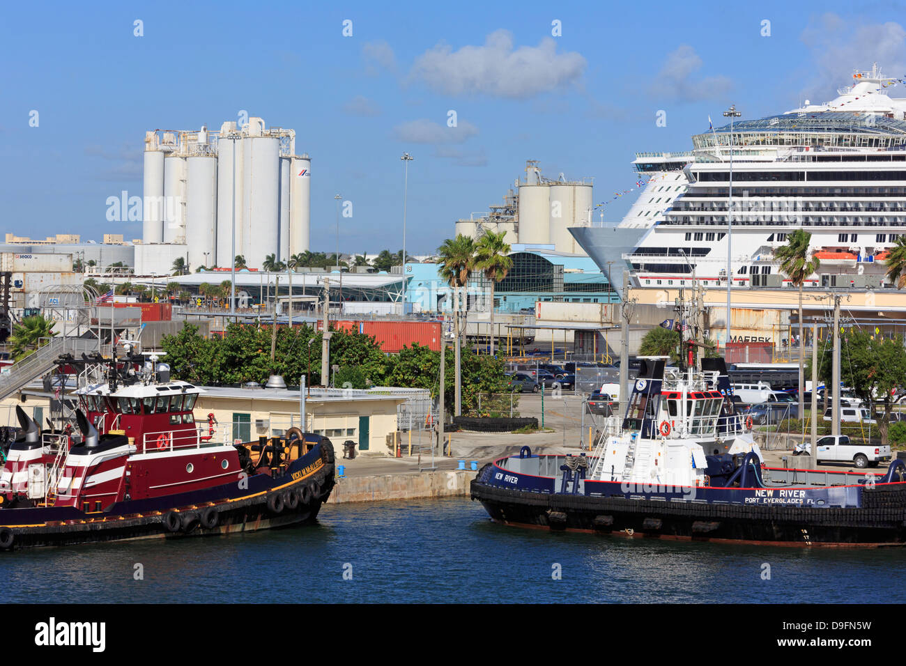 Tugboats and cruise ships in Port Everglades, Fort Lauderdale, Florida, USA Stock Photo