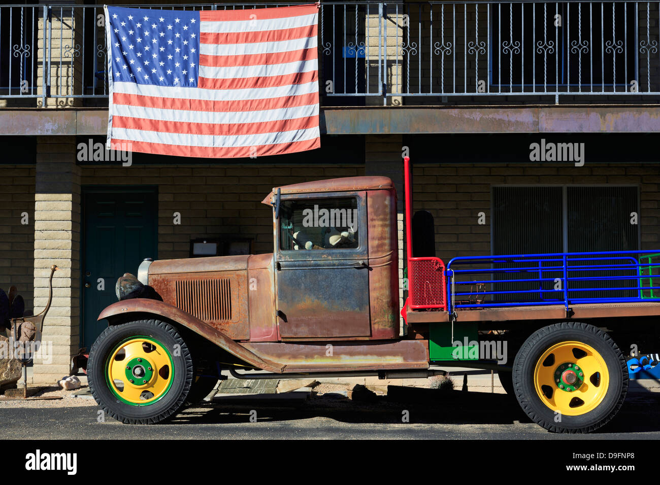 Old truck and American flag, Cave Creek, Arizona, USA - Stock Image