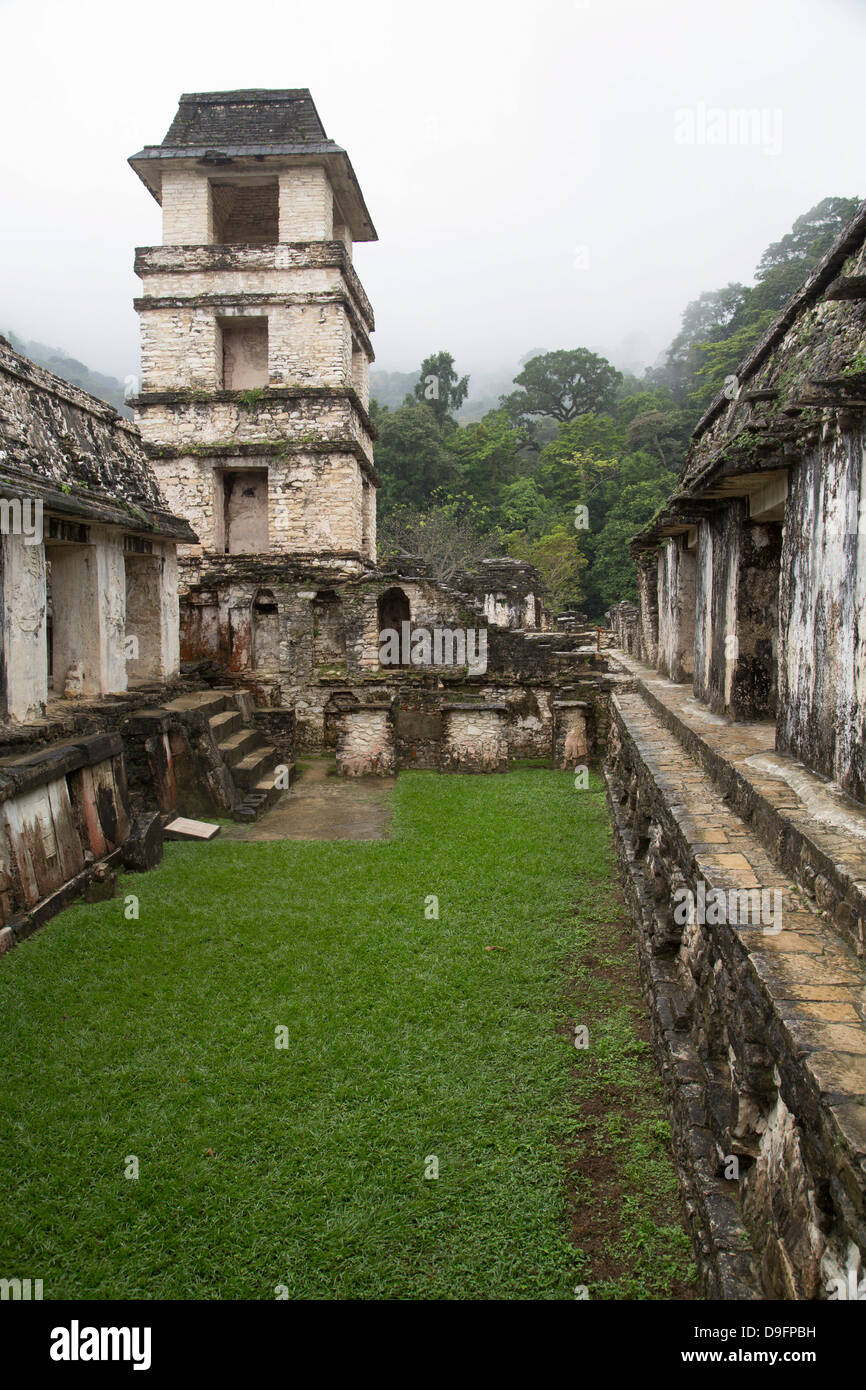 Palace in low hanging fog, Palenque Archaeological Zone, UNESCO World Heritage Site, Chiapas, Mexico - Stock Image