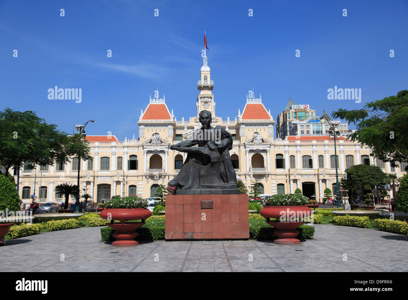 Peoples Committee Building, City Hall, Hotel de Ville, Ho Chi Minh Statue, Ho Chi Minh City, Saigon, Vietnam - Stock Image