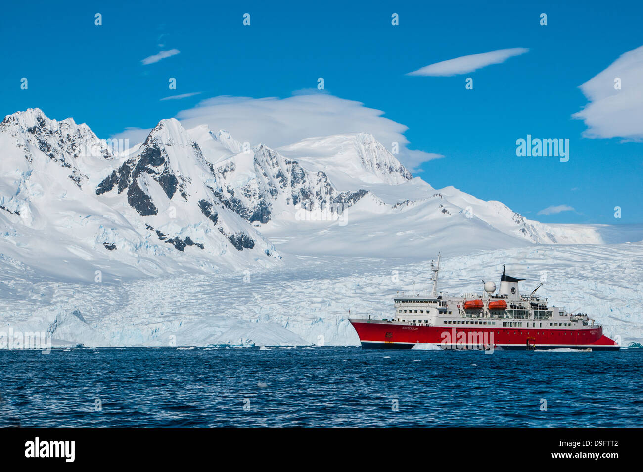 Cruise ship in front of the glaciers of Cierva Cove, Antarctica, Polar Regions - Stock Image