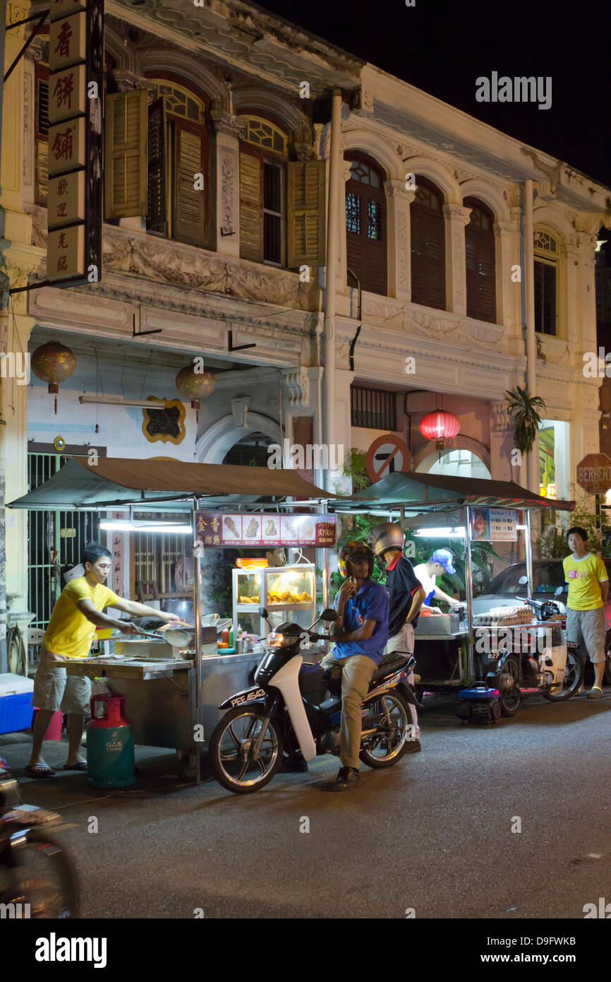 Night food stalls in Chinatown, Georgetown, Pulau Penang, Malaysia, Southeast Asia - Stock Image