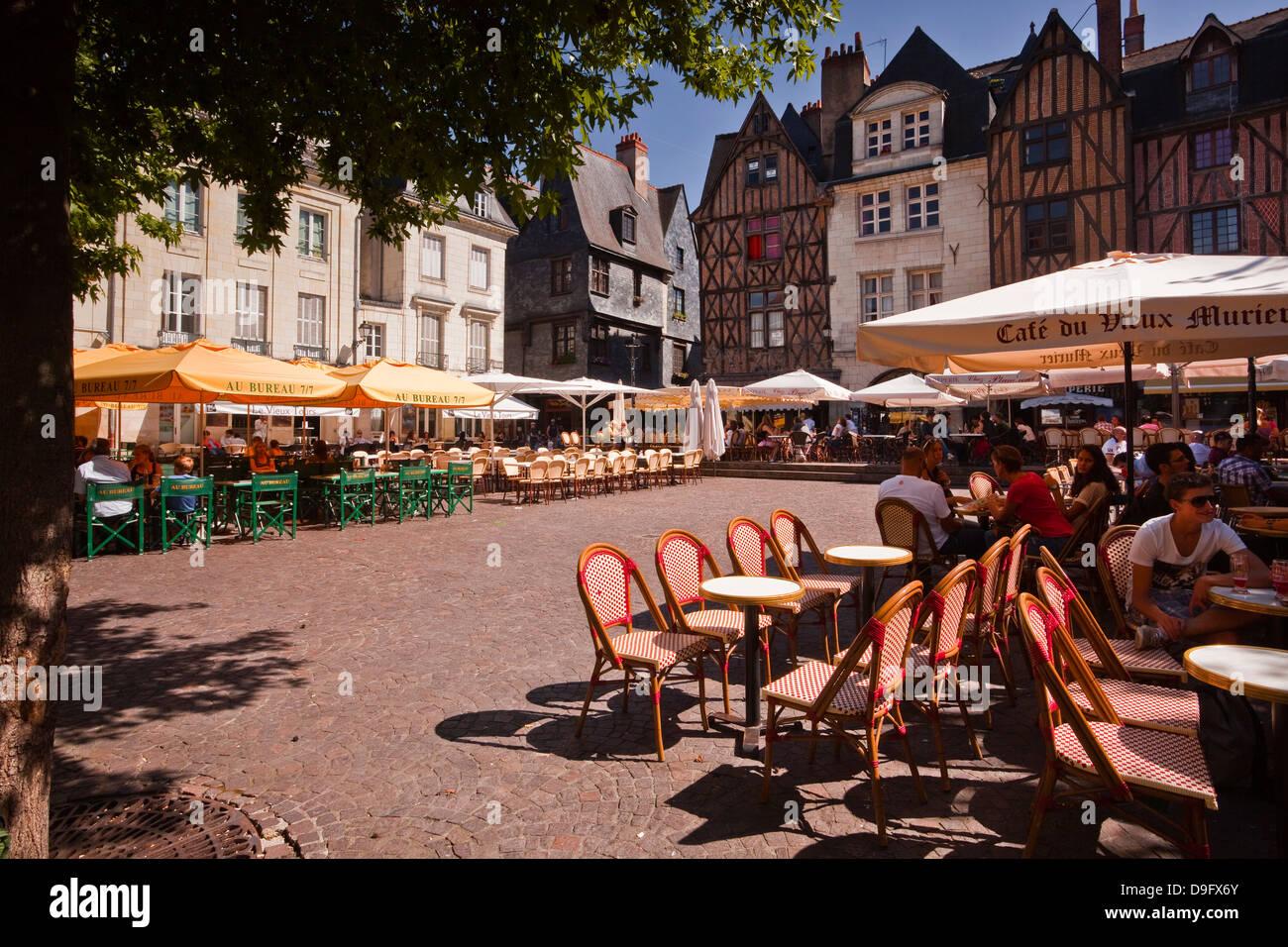 People enjoying the restaurants in Place Plumereau, Vieux Tours, Tours, Indre-et-Loire, Centre, France - Stock Image