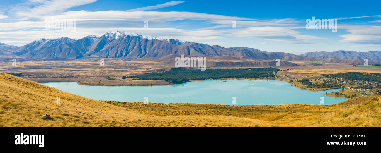 Lake Tekapo and snow capped mountains, Southern Lakes, Canterbury Region, South Island New Zealand - Stock Image