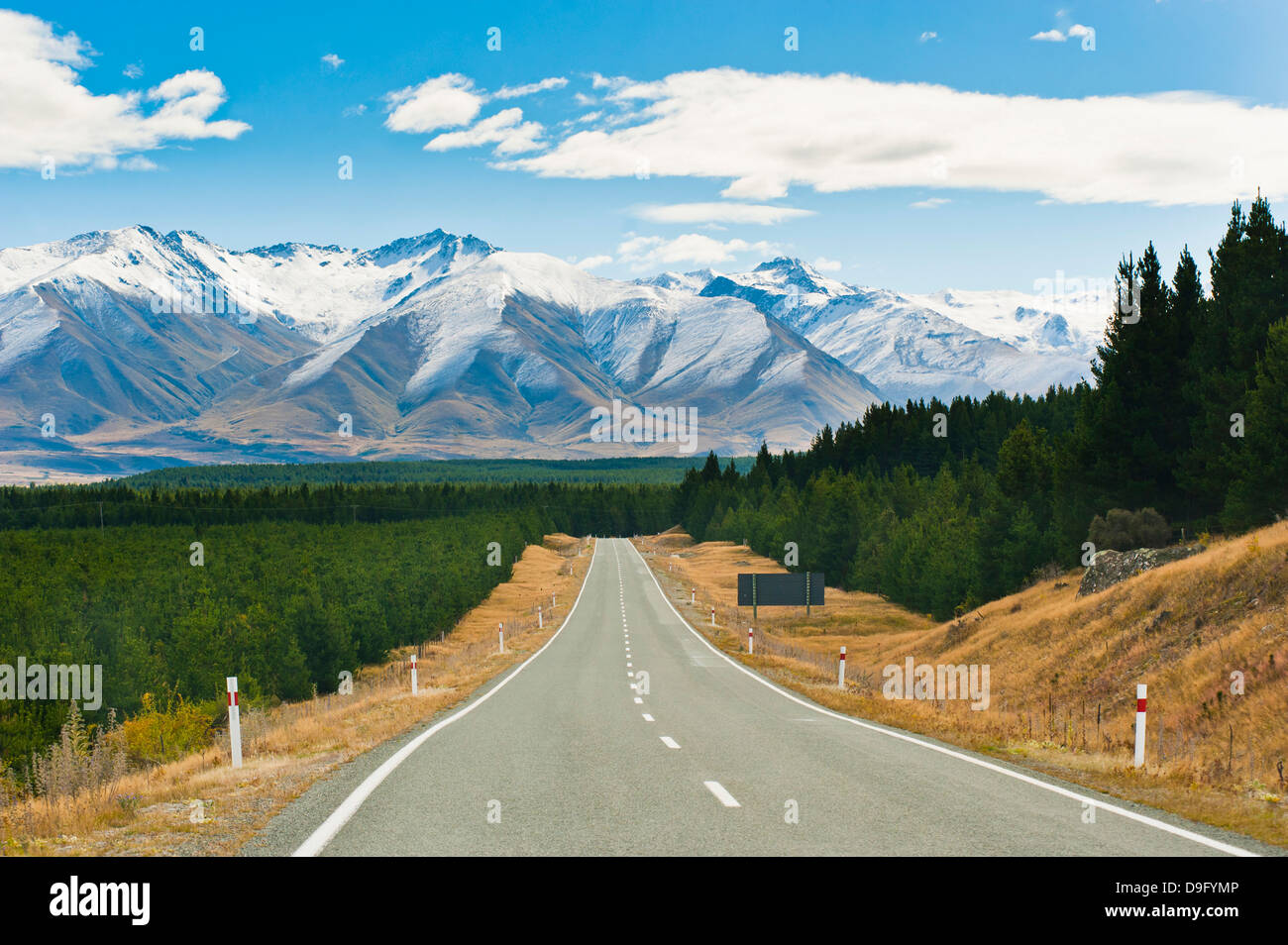 Road to Aoraki Mount Cook in Aoraki Mount Cook National Park, UNESCO World Heritage Site, South Island, New Zealand - Stock Image