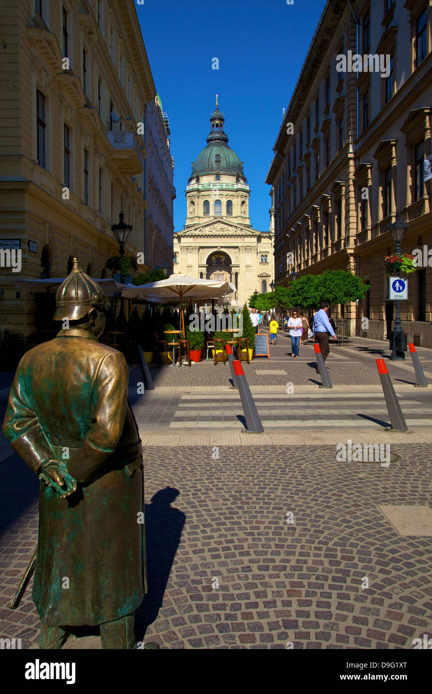 Statue of Policeman with St. Stephen's Basilica, Budapest, Hungary - Stock Image