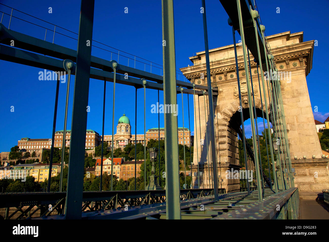 Chain Bridge and Hungarian National Gallery, Budapest, Hungary - Stock Image