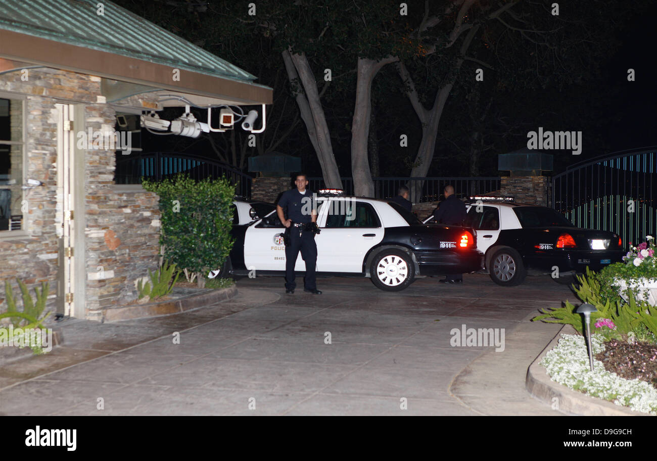 SHEEN'S HOUSE RAIDED BY AUTHORITIES Cops raided CHARLIE SHEEN's home on Thursday night (10Mar11) after they - Stock Image