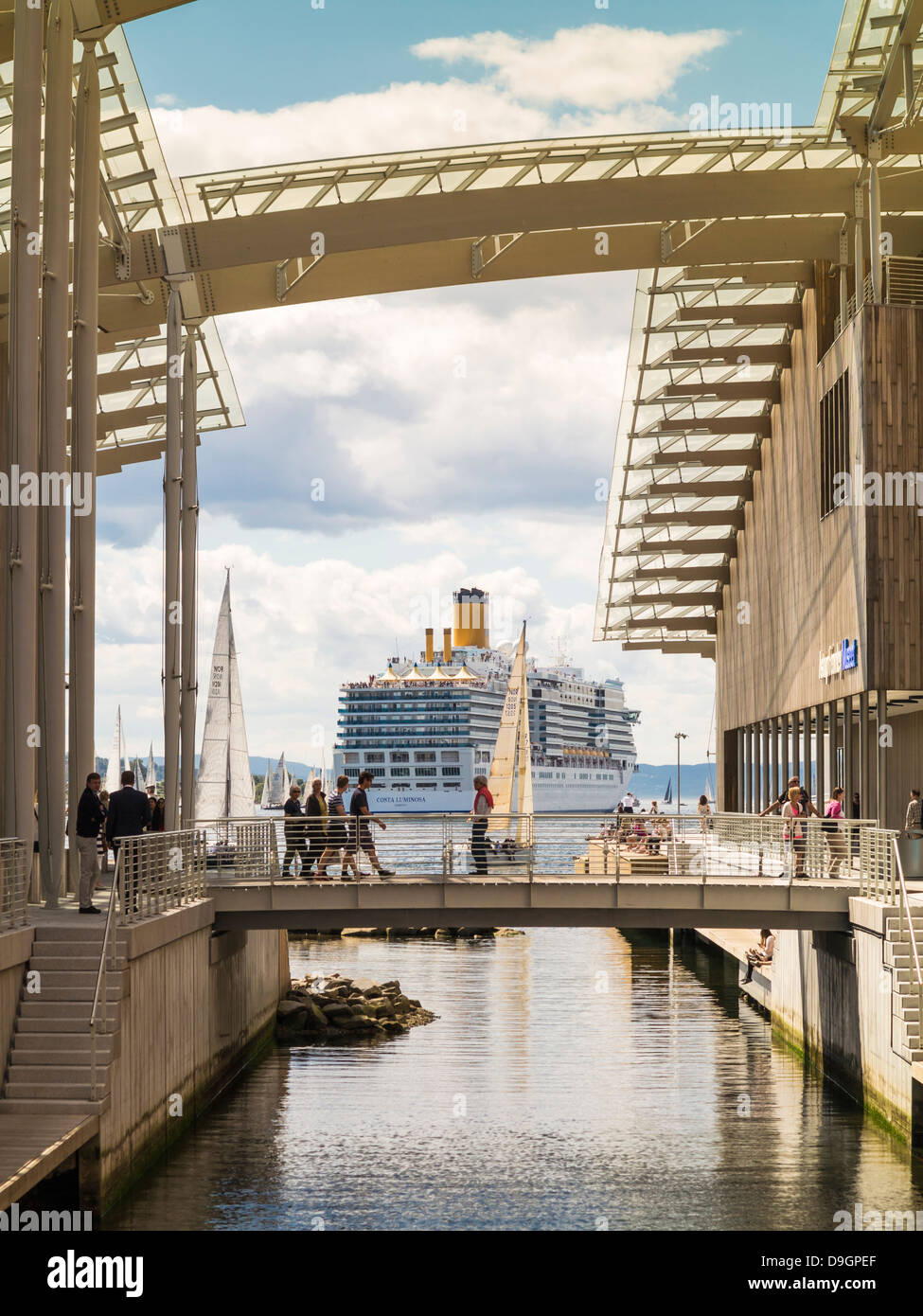 Oslo Harbor and cruise ship with Astrup Fearnley Museet Museum of Modern Art (R), Norway, Europe - Stock Image