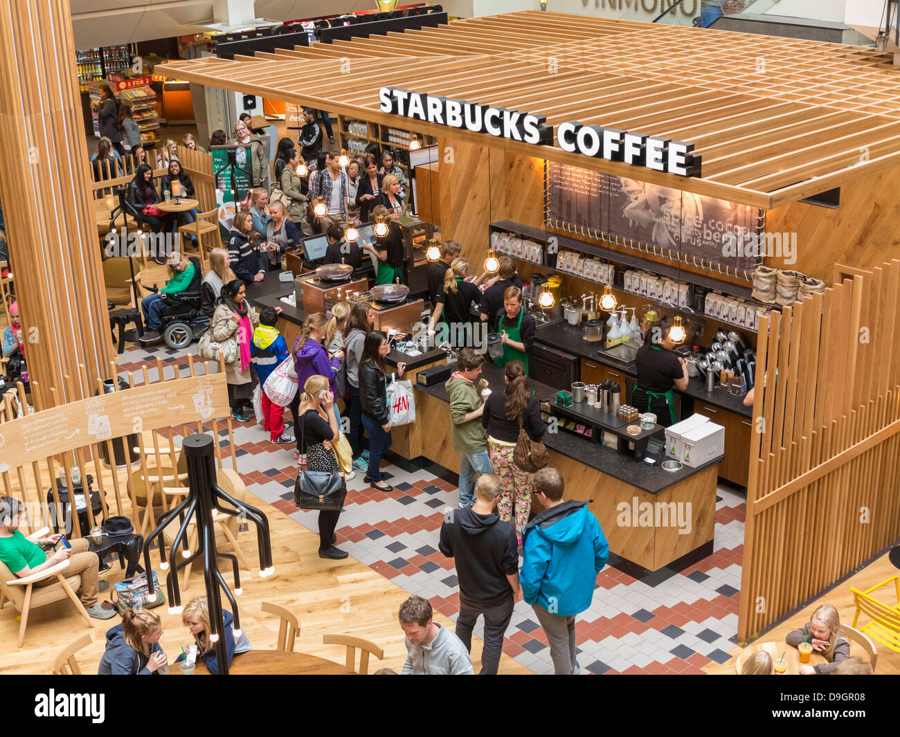 Svært Starbucks coffee shop in a shopping centre in Oslo, Norway Stock PS-38