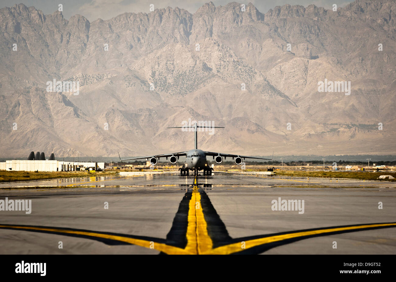 September 25, 2012 - A C-17 Globemaster III taxis to its parking spot at Bagram Airfield, Afghanistan. - Stock Image