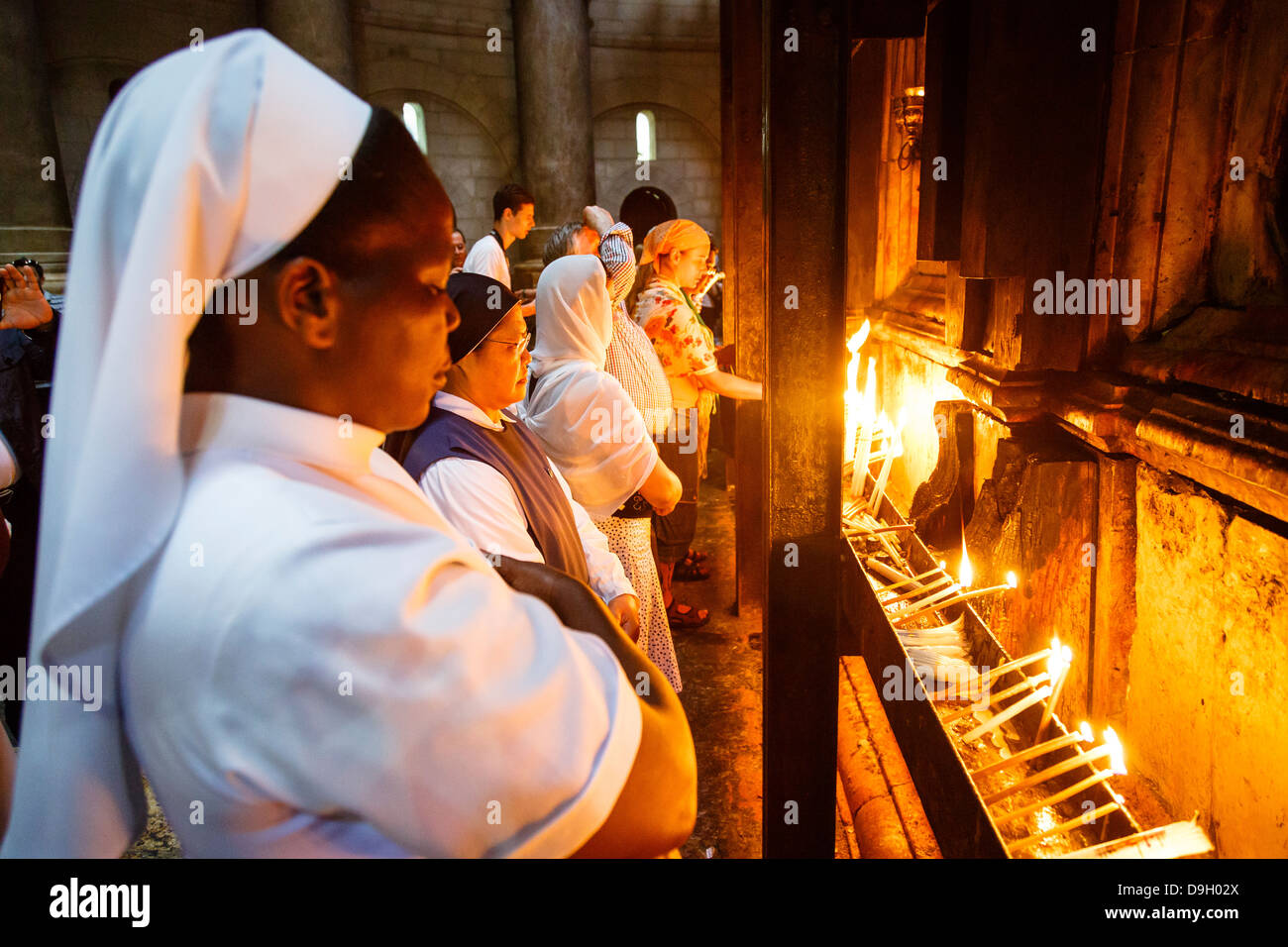 People at the church of the Holy Sepulchre in the old city, Jerusalem, Israel. - Stock Image