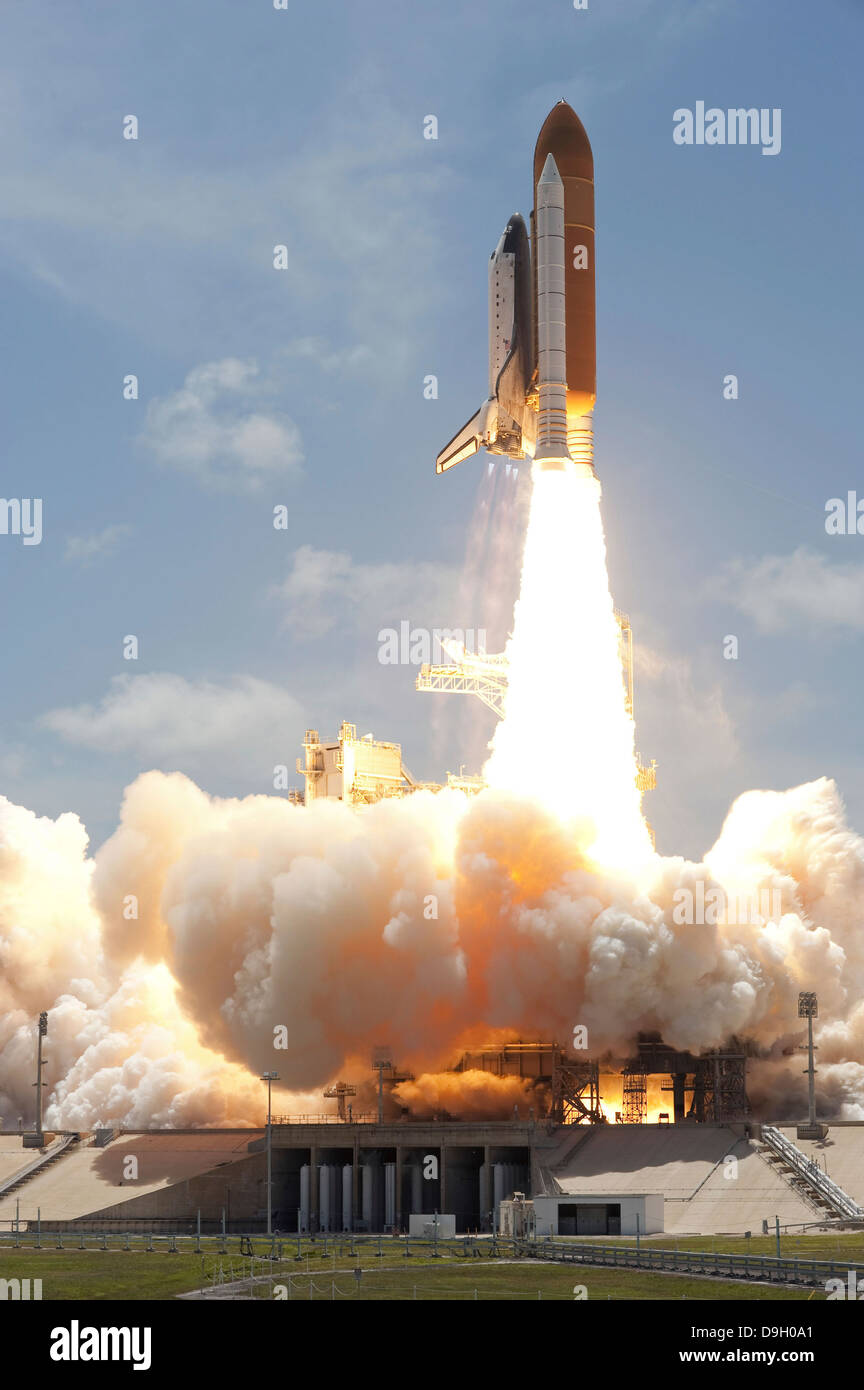 Space shuttle Atlantis lifts off from Kennedy Space Center's Launch Pad 39A into orbit. - Stock Image