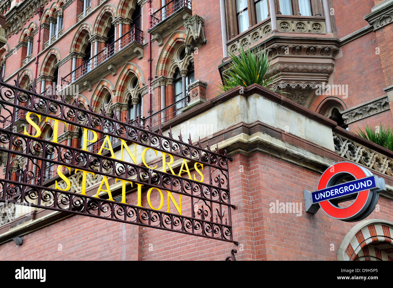 London, England, UK. St Pancras Railway Station. Old sign by the entrance - Stock Image