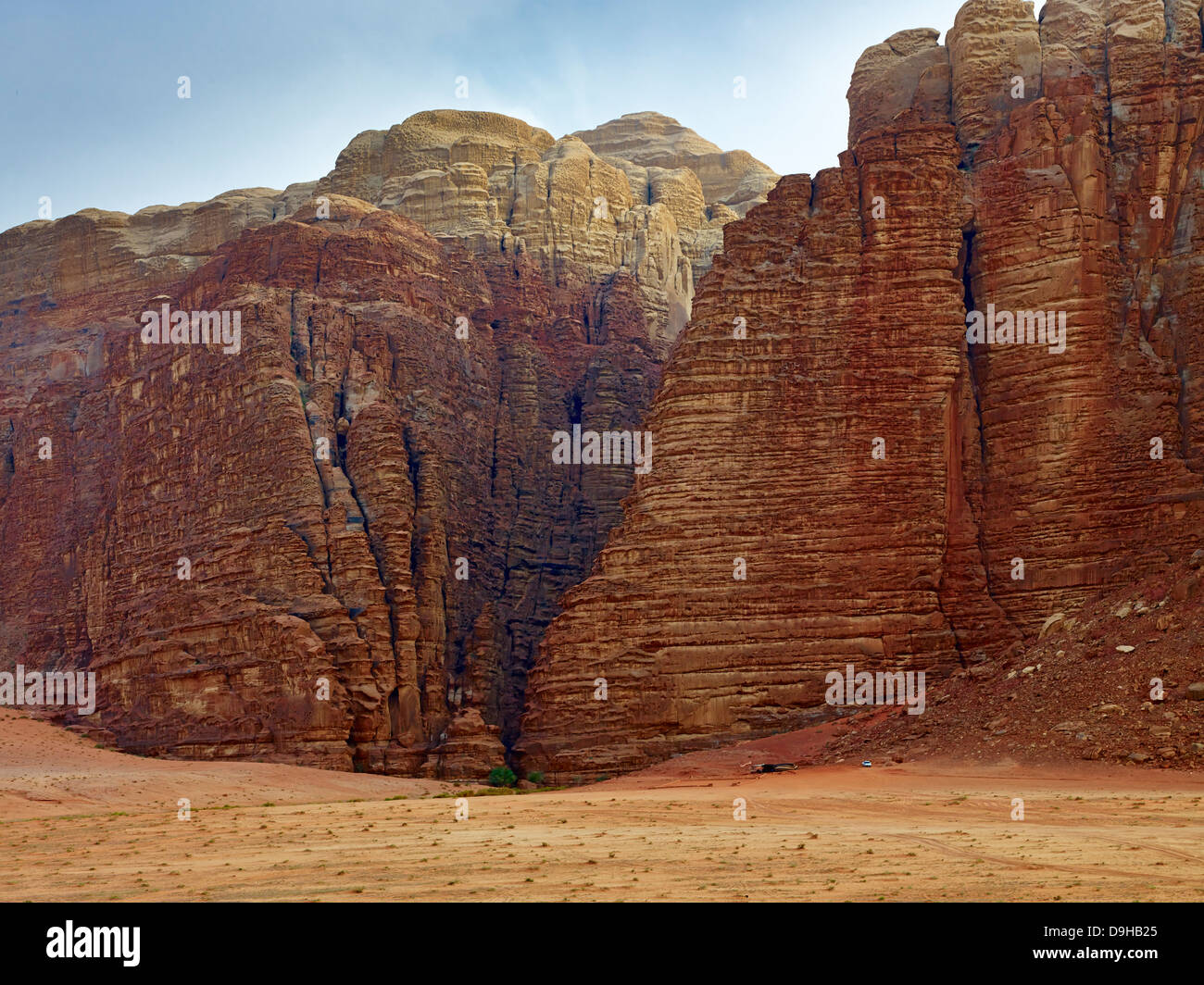 Entrance to Khazali canyon in Wadi Rum, Aqaba, Jordan, Middle East - Stock Image