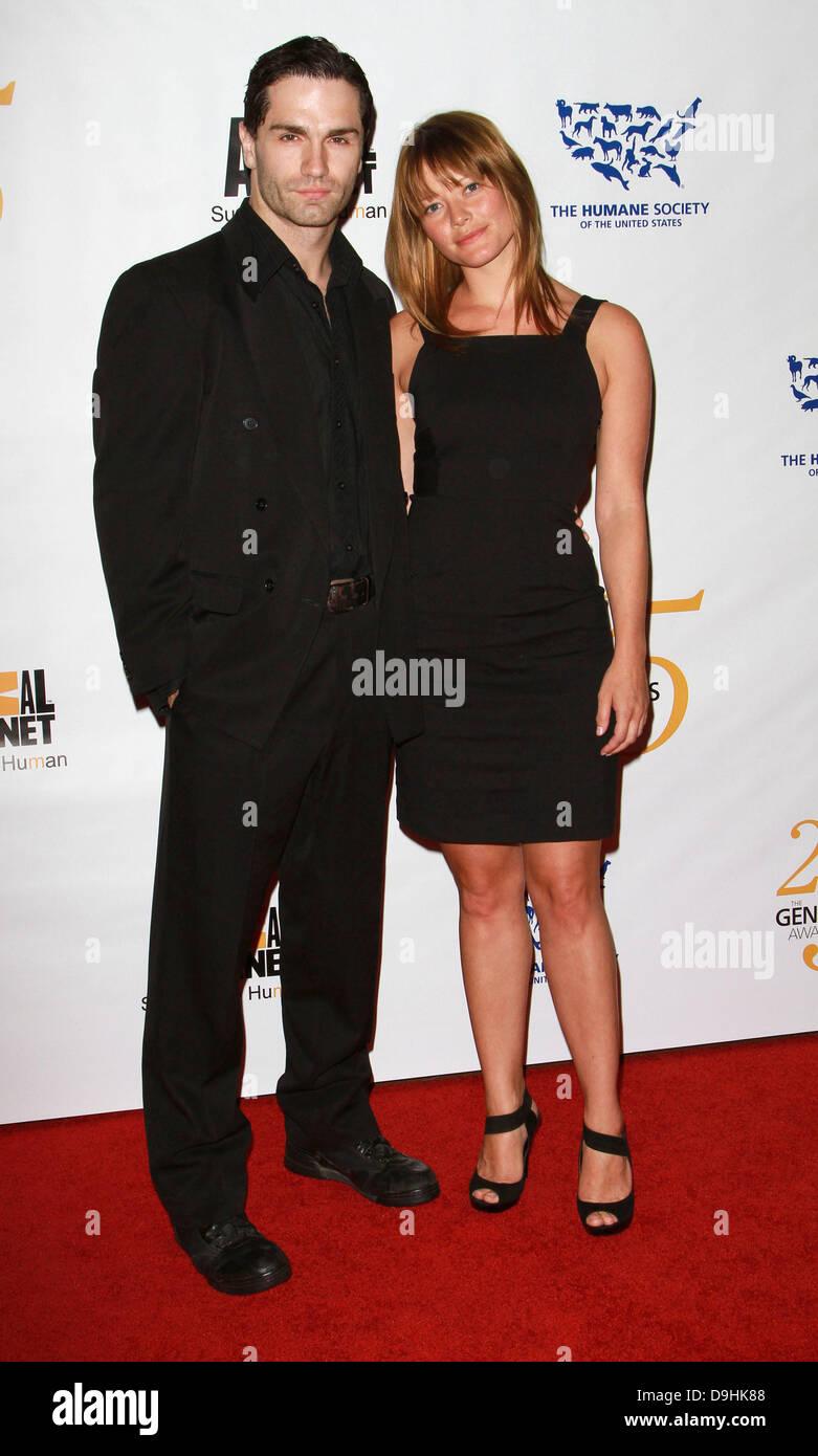 Sam witwer Sarah Allen dating