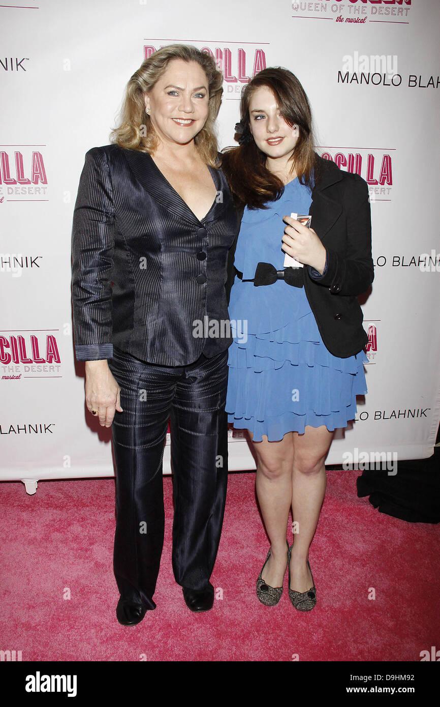 Rachel Ann Weiss.Kathleen Turner And Her Daughter Rachel Ann Weiss Opening