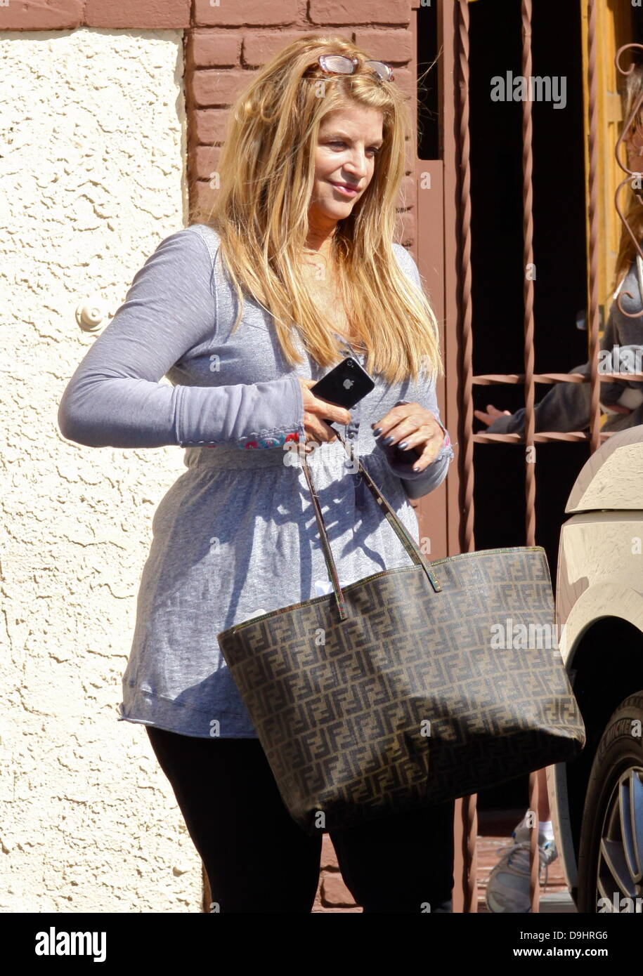 """Kirstie Alley  arrives at a dance studio to rehearse for """"Dancing With The Stars"""" Los Angeles, California - 22.03.11 Stock Photo"""