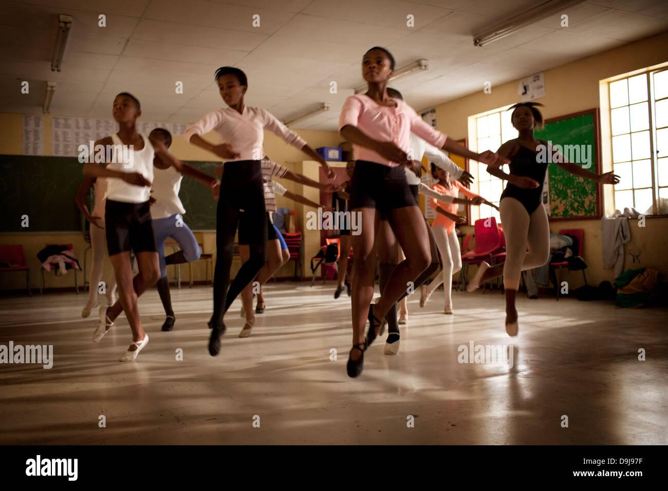 Hlengisa Primary School provides extracurricular dance training underprivileged children in Nyanga township Cape Stock Photo