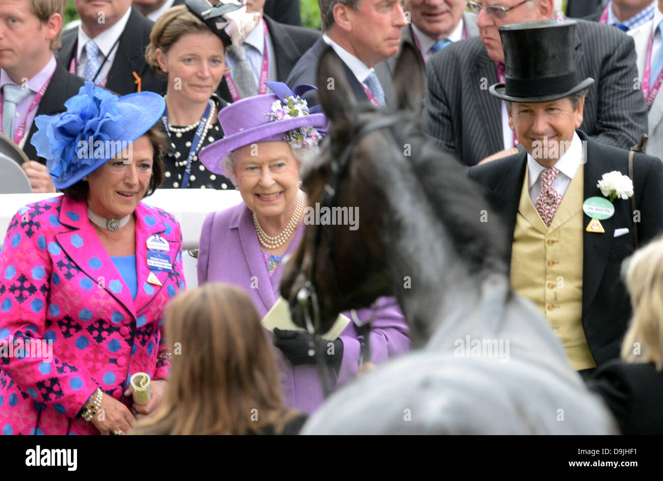 Ascot, Berkshire, UK. 20th June 2013.  HM Queen with her winner Estimate after the Gold Cup on Ladies Day. Credit: - Stock Image