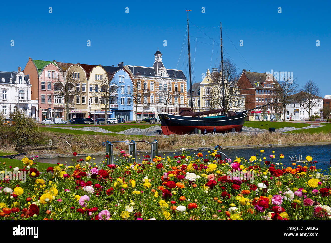 Deichstraße street with museum ship Hermine in Cuxhaven, Lower Saxony, Germany - Stock Image