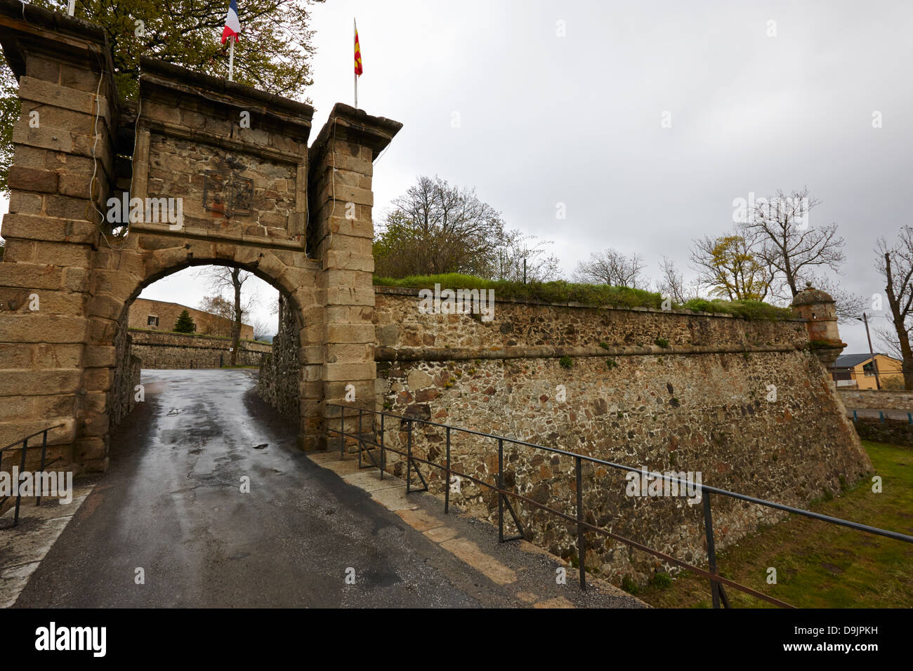 gateway and bastion of mont-louis fortress of vauban unesco world heritage site city walls pyrenees-orientales france - Stock Image