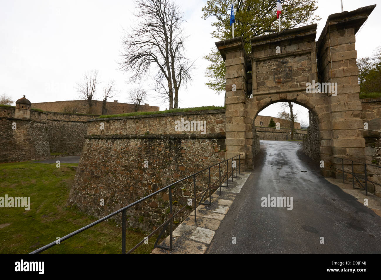 bastion and entrance to mont-louis fortress of vauban unesco world heritage site city walls pyrenees-orientales - Stock Image