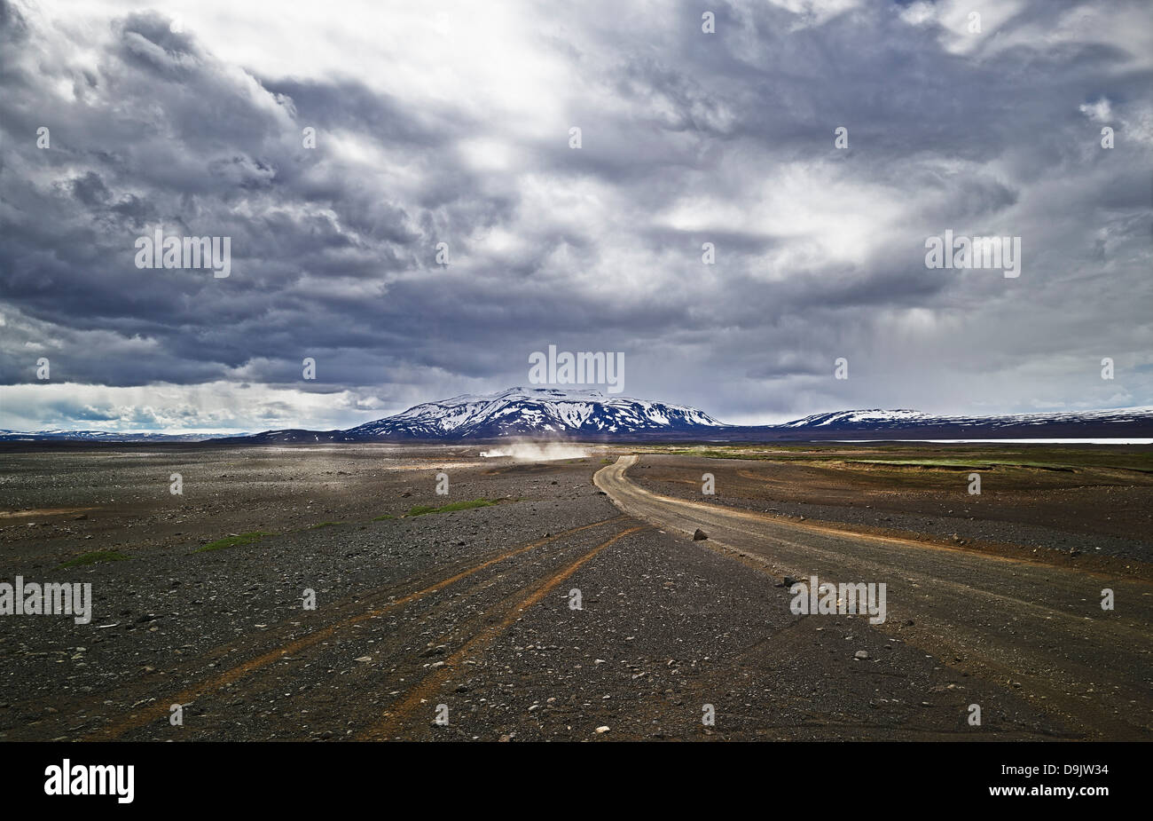 Dirt track in barren landscape, Road 35, Kerlingarfjoll, Iceland - Stock Image