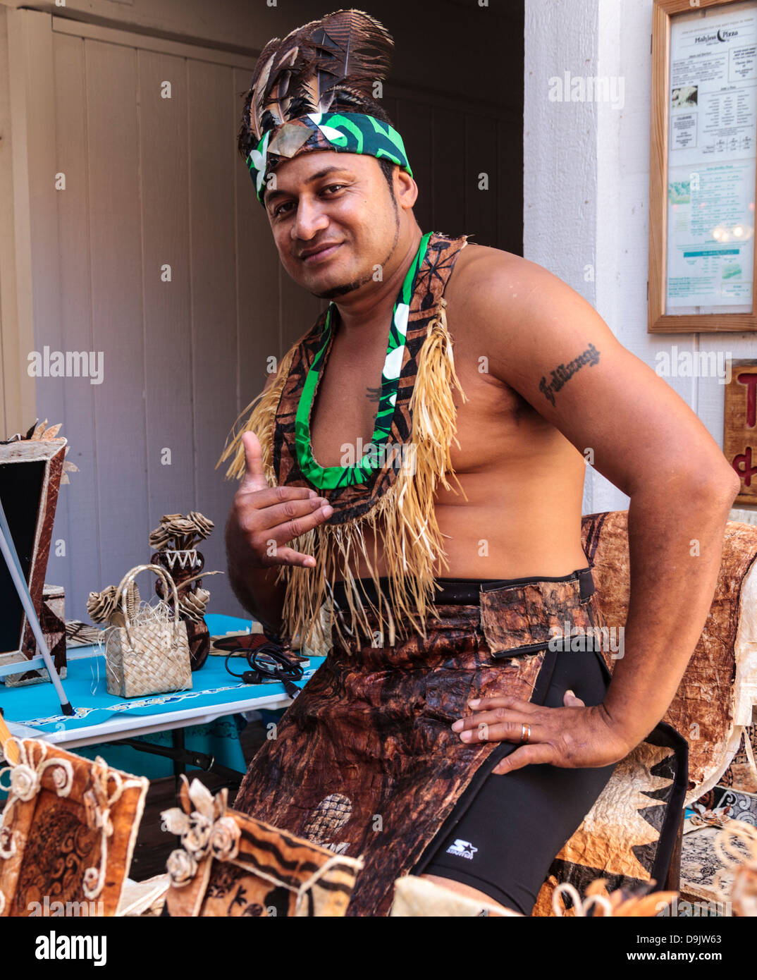Artist with his handcrafted kapa artworks in the Kona Inn Shopping Village on the Big Island of Hawaii - Stock Image
