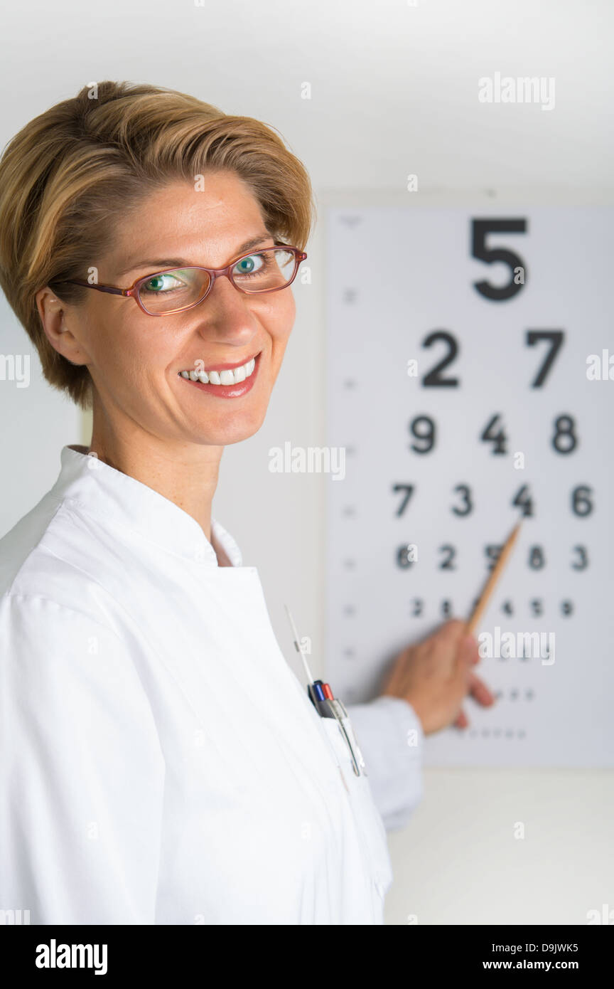 c200babd83e Eye Doctor Stock Photos   Eye Doctor Stock Images - Alamy