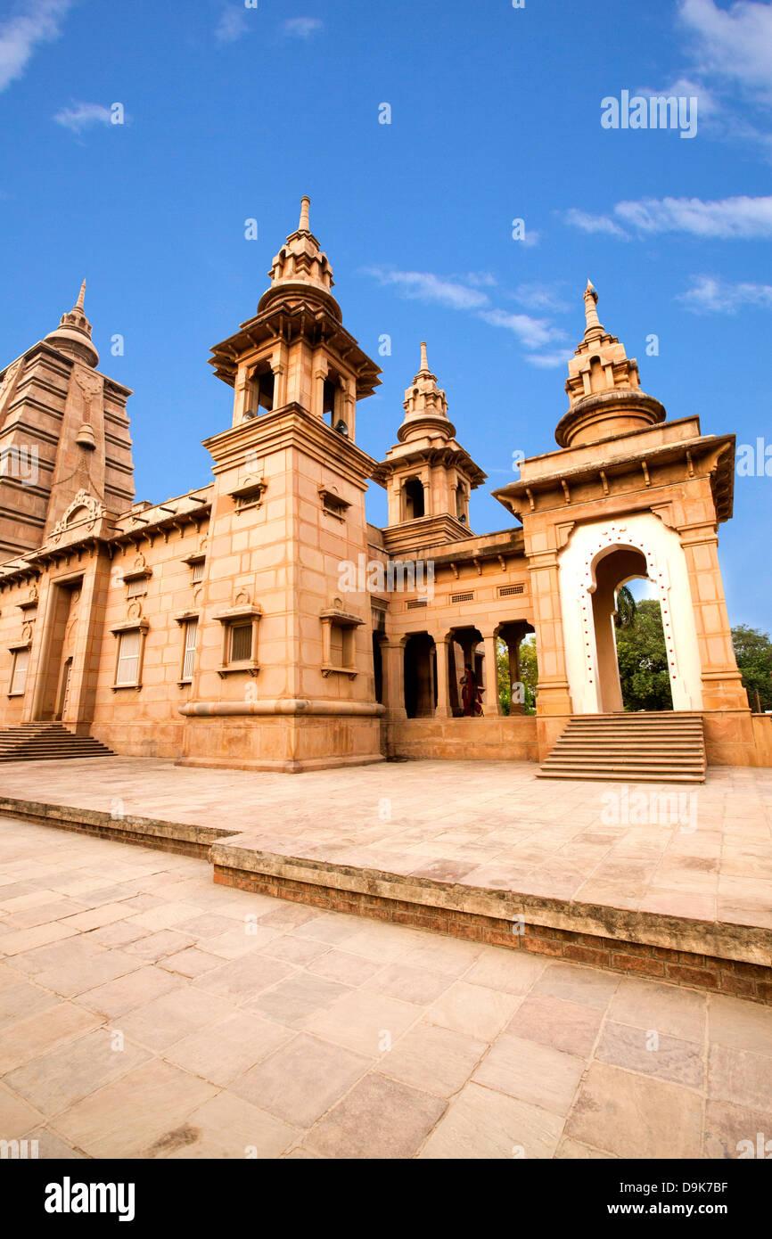 Low angle view of temple, Mulagandha Kuti Vihar temple, Sarnath, Varanasi, Uttar Pradesh, India - Stock Image